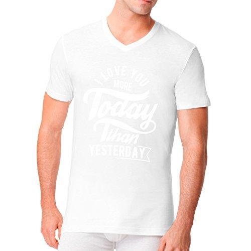 Fun Sprüche Männer V-Neck Shirt - Love You More by Im-Shirt Weiß
