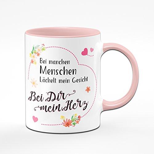 Tasse Bei manchen Menschen Lächelt Mein Gesicht - Bei Dir Mein Herz - Kaffeetasse Rosa - Geschenk für Freundin/Frauen - Geburtstagsgeschenk für Freundink für