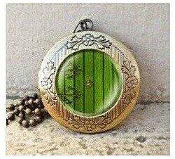 lord-of-the-rings-hobbit-door-hole-cozy-bilbo-baggins-lotro-vintage-pendant-locket-necklace