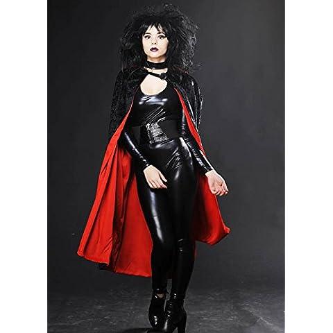 Terciopelo negro y la capa del vampiro gótico rojo