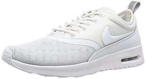 Nike W Air Max Thea Ultra, Chaussures de Sport Femme, Blanc Cassé (White/White/Metallic Silver), 36.5 EU