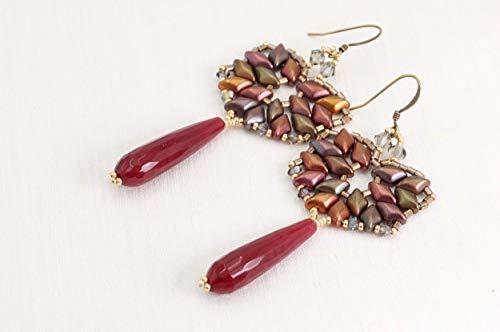 Orecchini pendenti con goccia in pietra dura di rubino radice, con perline di vetro e cristalli