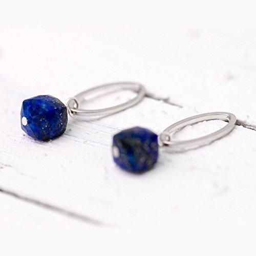 Lapislazuli-Schmuck silber, etwas Blaues, Something Blue, schlichte moderne ovale Ohrstecker mit facettierten Lapis-Lazuli-Würfeln, Braut-Schmuck, Hochzeits-Schmuck