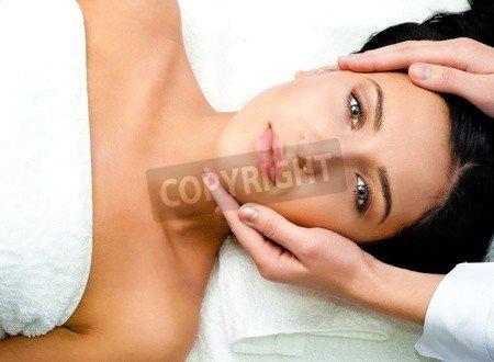 "Leinwand-Bild 30 x 20 cm: ""Beautiful young woman receiving facial massage looking at camera in a spa center"", Bild auf Leinwand"