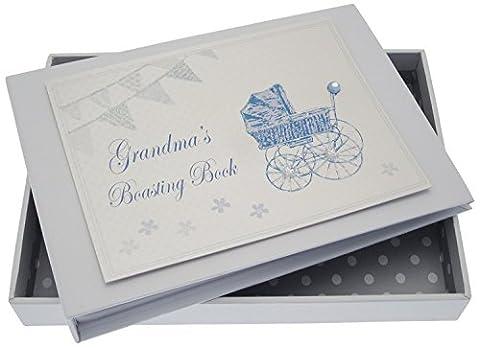 White Cotton Cards Inscription Grandma's Boasting Book Album (Bleu Landau et fanions)