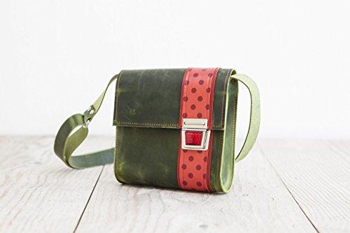 grüne Lederhandtasche, süßer Crossbodybag, Umhängetasche aus echtem Leder, Handarbeit aus dem Allgäu