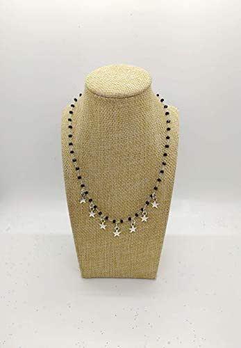 Collana girocollo stile rosario realizzata a mano con filo colore argento, cristalli neri e stelline argento.