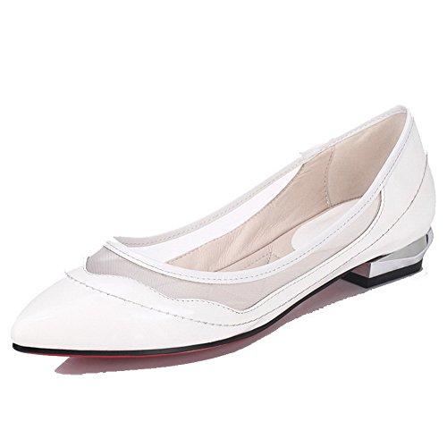 AllhqFashion Damen Rein Lackleder Niedriger Absatz Ziehen Auf Spitz Zehe Pumps Schuhe Weiß