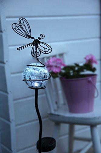 Dekorative hochwertige XL - LED SOLAR Gartenstab / Wegeleuchte / Gartenleuchte / Pathlight aus einem schwarzen Metallstab mit einer beleuchteten Acryl-Kugel mit Deko-Schmetterling - Größe ca. 85 cm x 15 cm - mit 1 cool white LED - mit integriertem SOLARPANEL - bereits inklusive : AKKU - Solar - Panel - Solar Energy - inklusive Erdspieß - für den Außen - Bereich geeignet - OUTDOOR - aus dem KAMACA - SHOP