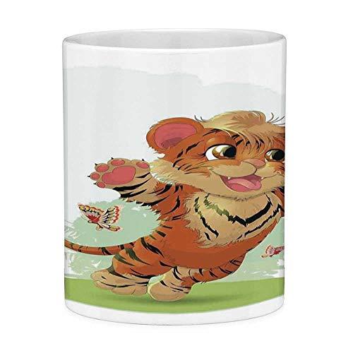 Rongpona Bleifreie Keramik Kaffeetasse Teetasse Weiß Cartoon Dekor 11 Unzen Lustige Kaffeetasse Little Cub Spielen mit Schmetterlingen auf der Wiese Joyful Lively Baby Tiger Katze Orange Creme Grün -