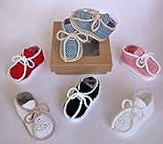 Patucos para bebés de ganchillo, hechos a mano, tipo deportivos, en dos tallas de 0-3 meses y de 3-6 meses. Te