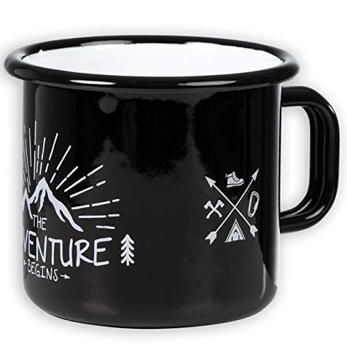 The Adventure Begins - Hochwertige Emaille Tasse in schwarz mit Outdoor Design, leicht und bruchsicher, für Camping und Trekking - von MUGSY.de