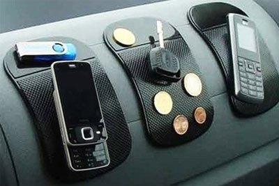 tapis-noir-adhesif-sticky-anti-derapant-anti-slip-anti-glisse-pour-retenir-objets-iphone-tel-pieces-