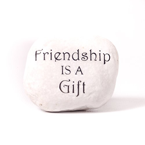 Petite pierre décoratives – Amitié est un cadeau » – une lumière naturelle Pebble qui a été sablée et peinte à la main, une décoration parfaite pour la maison ou jardin