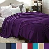 Bedsure Kuscheldecke XXL Flauschige Wohndecke Violett 270x230cm - Fleece Tagesdecke für Bett - hochwertige Decke warme weiche Microfaser Fleecedecke