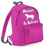 Schulrucksack mit Name, personalisiert, Motiv Pferd Reiter. und gepolstertes Rückenteil und Reißverschlusstasche vorne und beinhaltet einen Griff Griffe, Fassungsvermögen 18 Liter; Maße: 42 x 31 x 21 cm
