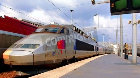 "Poster-Bild 50 x 30 cm: ""France, paris: high speed train in Paris at the North Railway station; blue and grey view"", Bild auf Poster"