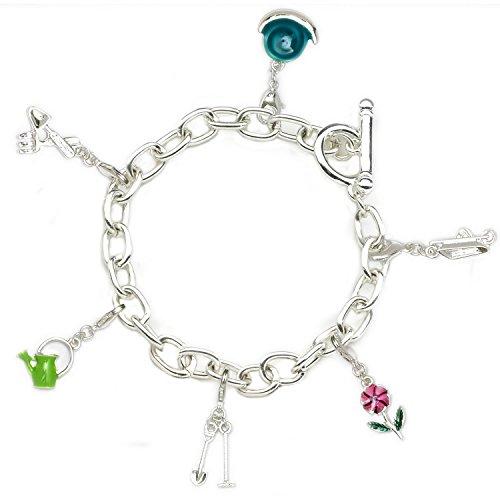 Bettelarmband - Freude am Gärtnern. Dieses hübsche versilberte Armband verfügt über 6 Anhänger: eine Schnecke, Garten-Gabel und Garten- Schaufel, eine Gießkanne, Spaten und Hacke, eine Blume und eine Schubkarre. Mit einem einfach zu schließendem T-Bar Verschluss