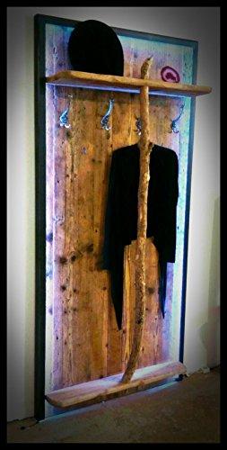 Altholz-Garderobe in Eisen eingefasst , mit LED-Beleuchtung