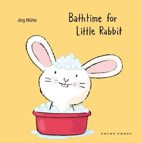Bathtime for Little Rabbit por Jörg Mühle