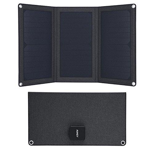 AUKEY Solarladegerät mit 21W und faltbaren SunPower-Solarpanels & Zwei USB-Anschlüssen für iPhone, iPad, Samsung und Weitere Geräte