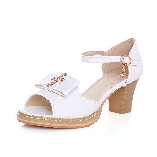 Odomolor Mulheres Inserido Sapatos De Cabeça De Peixe Meados De Calcanhar Pu Sandálias De Couro Fivela Branco