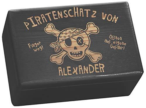 LAUBLUST Große Holzkiste personalisiert mit Piraten-Schatz Gravur - 30x20x14cm, Schwarz, FSC® | Geschenk-Kiste zum Geburtstag - Aufbewahrungskiste | Spielzeug-Truhe | Erinnerungsbox | Deko-Kasten