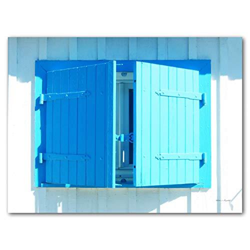 Glücksvilla Blaues Fenster im Sonnenlicht - XXL Bild/Wandbild, Größe: 80 x 60 cm Quer-Format, Digital-Druck auf Art Canvas Leinwand, 2 cm. Frankreich Fensterladen Hütte blau weiß Bild groß Kunst