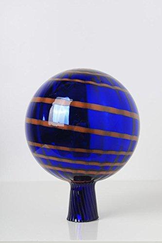 Rosenkugel aus Glas für den Garten mit Stab - handgemachte Garten-Dekoration für Ihr Blumenbeetin vielen Farben, Formen und Größen, Hoche 18cm und Durchschnittlich 12cm, Blau mit Organgen Streifen