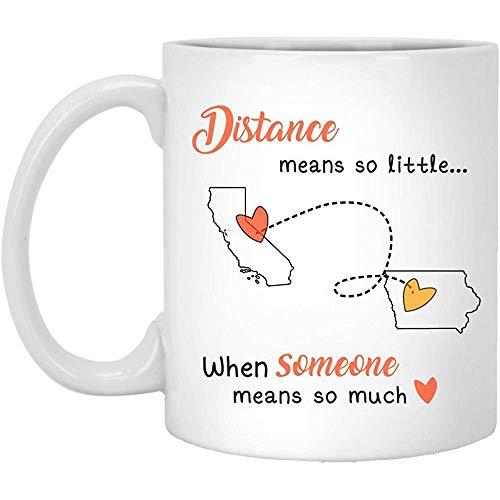 Distance 2 States California Iowa Kalifornien bedeutet so wenig, wenn jemand so viel bedeutet - Muttertagsgeschenk - Keramikkaffeetasse 11 oz Weiß -