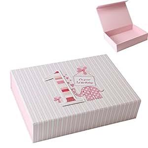 Boîte Souvenir 1er anniversaire Inscription First Birthday Girl, idéal pour ranger vos cartes d'anniversaire Femme. Laura Darrington Design, rose pour bébé fille,