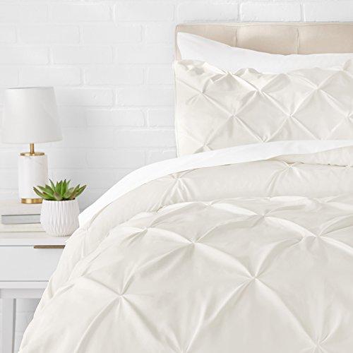 AmazonBasics - Juego de cama con colcha fruncida en pellizco, 260 x 240 cm, Crema