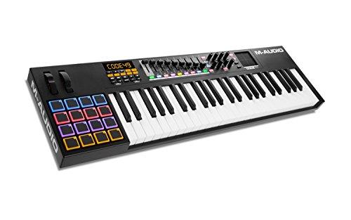 M Audio Code 49-USB MIDI Controller mit 49 anschlagdynamischen Tasten, 16 anschlagdynamischen Trigger Pads und einem vollen Paket an Production/Performance Ready Steuerungen, VIP 3.0, Software Paket