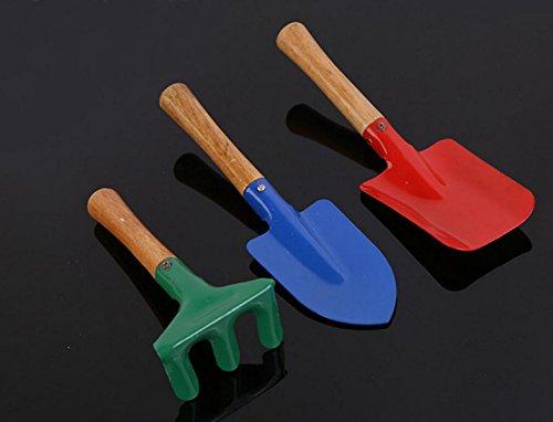tre-pezzi-attrezzi-da-giardinaggio-allaperto-pala-multifunzionale-rastrello-impianto