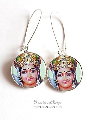 Boucles d'oreilles cabochon Déesse hindou, Portrait de Lakshmi, déesse de la fortune, la prospérité, la richesse et l'abondance