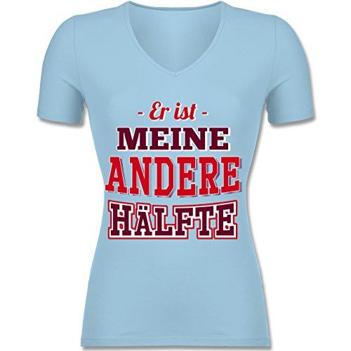 Shirtracer Partner-Look Pärchen Damen - Er ist Meine Andere Hälfte - Tailliertes T-Shirt mit V-Ausschnitt für Frauen Hellblau