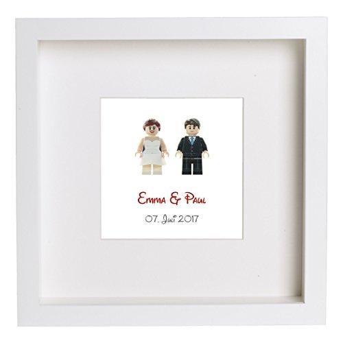 Custom Minifiguren Brautpaar im Rahmen, personalisiert, Hochzeitspaar aus LEGO Teilen, rote Schrift