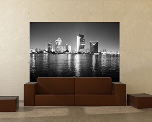 """selbstklebende Fototapete """"Dubai - Nachtaufnahme, Vereinigte Arabische Emirate - schwarz weiss"""" 225x150 cm - Tapete mit Kleber – Wandtapete – Poster – Dekoration – Wandbild – Wandposter – Wand – Fotofolie – Bild – Wandbilder - Wanddeko"""