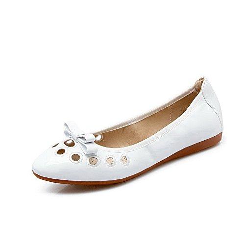 AalarDom Damen Weiches Material Ziehen Auf Spitz Zehe Niedriger Absatz Pumps Schuhe Weiß-Lackleder