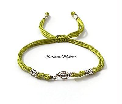 Bracelet personnalisable CLE DE SOL. MUSIQUE NOTE DE MUSIQUE. MELODIE pour fan de musique, compositeur, musicien, chanteur. Cordon en satin, Perles tibétaines