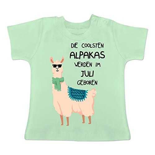 Geburtstag Baby - Die coolsten Alpakas Werden im Juli geboren Sonnenbrille - 3-6 Monate - Mintgrün - BZ02 - Baby T-Shirt Kurzarm