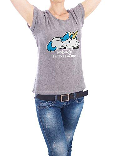 """Design T-Shirt Frauen Earth Positive """"Sad unicorn"""" - stylisches Shirt Typografie Tiere Kindermotive von NemiMakeit Grau"""