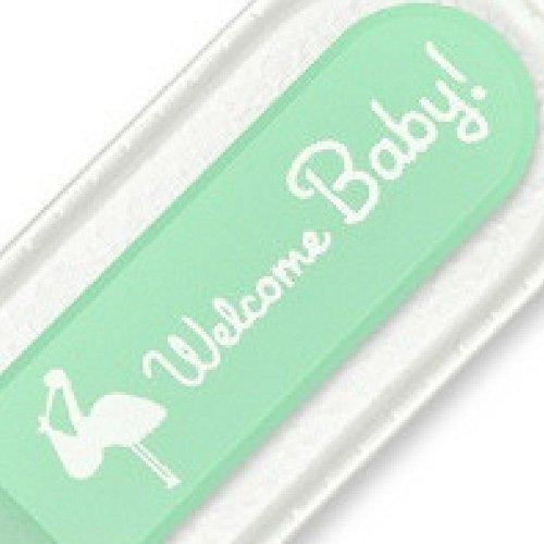 """Lime à ongles pour bébés à extrémité arrondie. Qualité supérieure, véritable cristal tchèque. La meilleure façon de garder les ongles d'un nouveau-né courts et lisses. Un cadeau idéal pour les nouveaux parents. Vert """"Welcome Baby!"""" conception. Présenté dans une poche de protection et un sac d'organza."""
