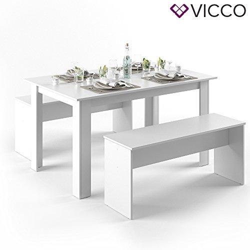 weißer tisch mit bänken
