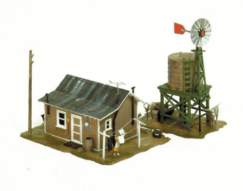 Spur H0 -- Bausatz kleine Farm mit Figuren