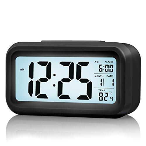 Reloj digital con alarma, con tecnología de sensor de luz y temperatura, pantalla LCD, alarma con volumen progresivo y función de repetición