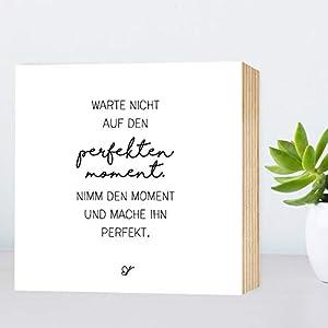 Der perfekte Moment - einzigartiges Holzbild 15x15x2cm zum Hinstellen/Aufhängen, echter Fotodruck mit Spruch auf Holz - schwarz-weißes Wand-Bild Aufsteller zur Dekoration oder Geschenk
