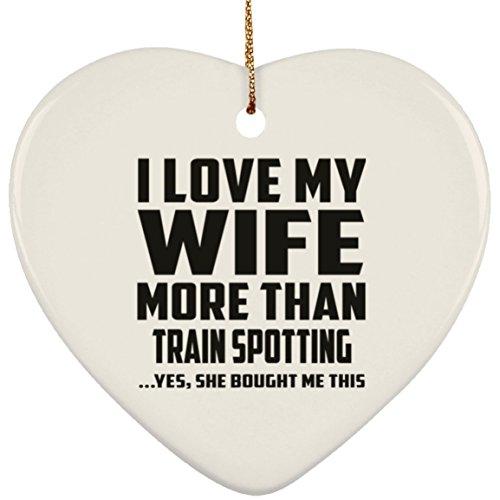 (Designsify Husband, I Love My Wife mit Zug Yes, She Bought Me This, Keramik, herzförmig, Weihnachtsbaum-Dekoration, Geschenk Mann, Mann, Männer, Herren, Mann, Frau)
