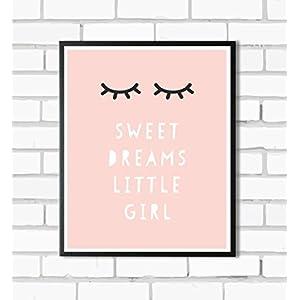 HEART OF PRINT Kinderposter Kinderzimmerbild Spruch SWEET DREAMS LITTLE GIRL mit schlafenden Augen - für Mädchen, Baby, Kind - Geschenkidee zur Geburt, Taufe, Geburtstag; Poster Kinderzimmer Wandbild, Sprücheposter, skandinavisch - ungerahmt