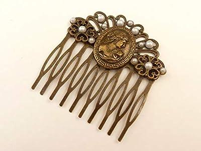 Peigne à cheveux dans un style vintage avec camée et perles